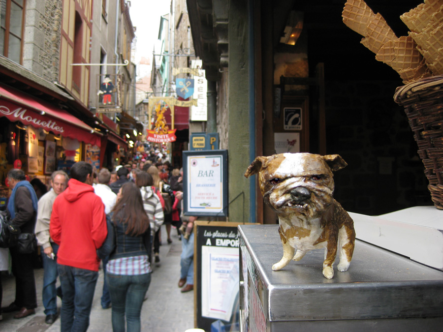 paperpets-bull-mont-st-michel-alley-cones