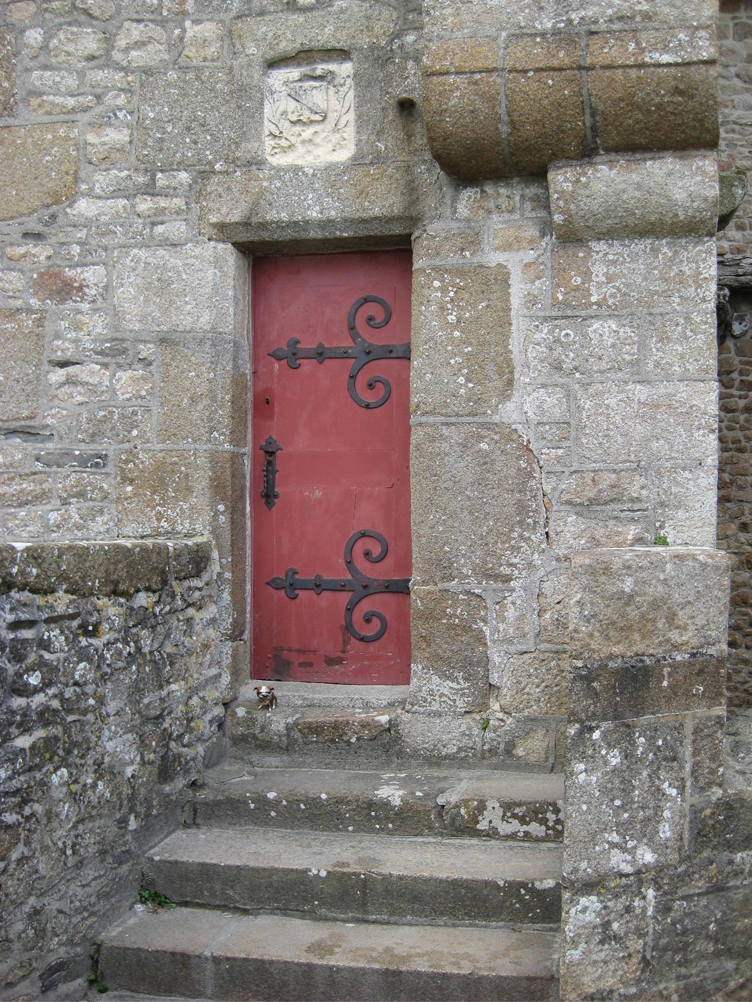 paperpets-bull-mont-st-michel-red-door