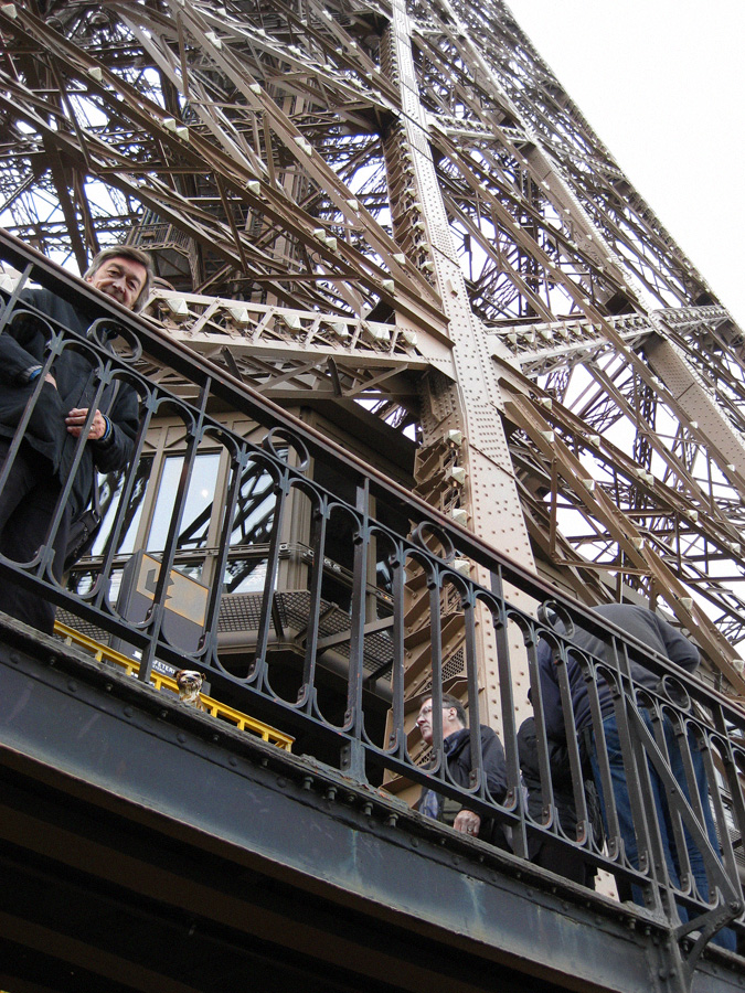 paperpets-paris-eiffel-up-with-philippe